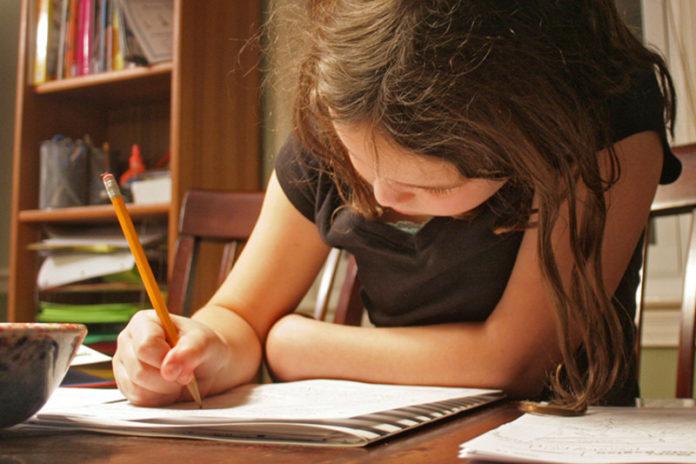 Interesarse polos estudos dos fillos é a clave para aumentar o rendemento escolar.