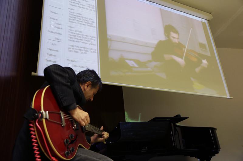 Pablo Novoa, no seu concerto xunto a Sebastiano Frattini, situado en Trieste.