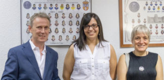 Sonia Freire, entre os directores da súa tese, os profesores Wajih Al-Soufi e Mercedes Novo, na Facultade de Ciencias