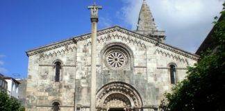Colexiata de Santa María do Campo, na Coruña.