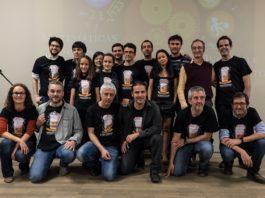 Foto de familia de poñentes e organizadores de Pint of Science 2015 en Santiago.