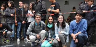 Delia, Elsa e Santi, do IES A Sangriña, xunto a profesor Antonio Lomba, gañadores do certame.