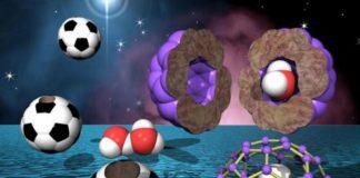 A estructura esférica do fulereno, con pentágonos e hexágonos, semella un balón de fútbol.