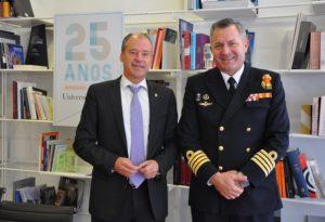 O reitor Salustiano Mato e o director da Escola Naval Militar de Marín, nun recente encontro no Reitorado de Vigo.