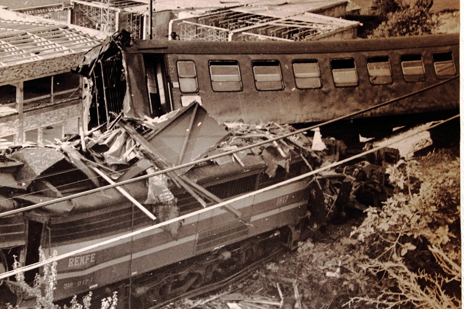 Estado dos vagóns tras o accidente de Rande en 1976.