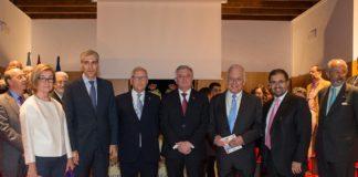 O conselleiro Conde e o presidenta da RAGC, Miguel Á. Ríos, na foto tras o acto institucional.