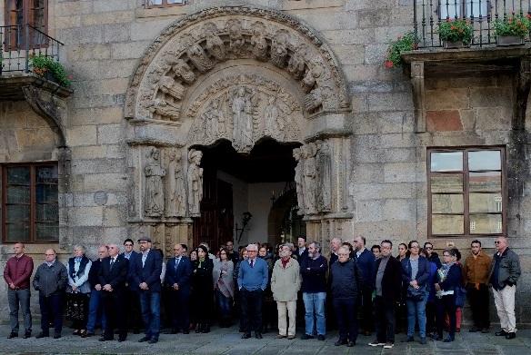 Concentración en Santiago con presenza do reitor e do alcalde Martiño Noriega.