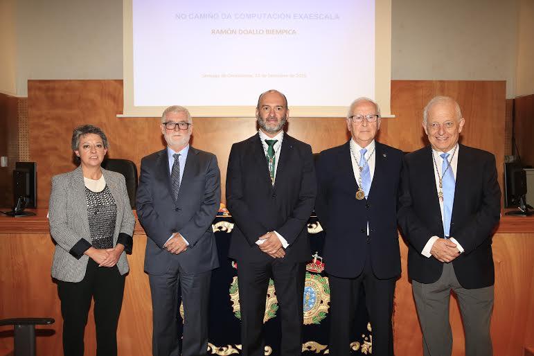 Isabel Rodríguez-Moldes, vicerreitora de Investigación da USC; Xosé Luís Armesto, reitor da UDC; Ramón Doallo; Miguel Ángel Ríos, presidente da RAGC; e Francisco Díaz-Fierros, vicepresidente do Consello da Cultura Galega.