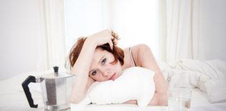A cafeína retrasa o ritmo circadiano e tamén adianta o espertar.