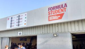 Boxes de Silverstone, onde aparece o equipo da Universidade de Vigo.