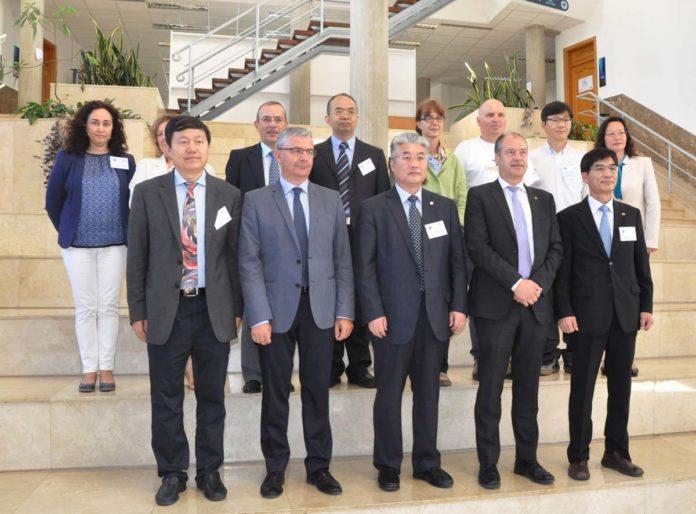 A delegación da Ocean University of China, recibida na Universidade de Vigo.