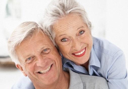 O envellecemento é un factor para a canicie, ao desaparecer a acción dos melanocitos do cabelo.