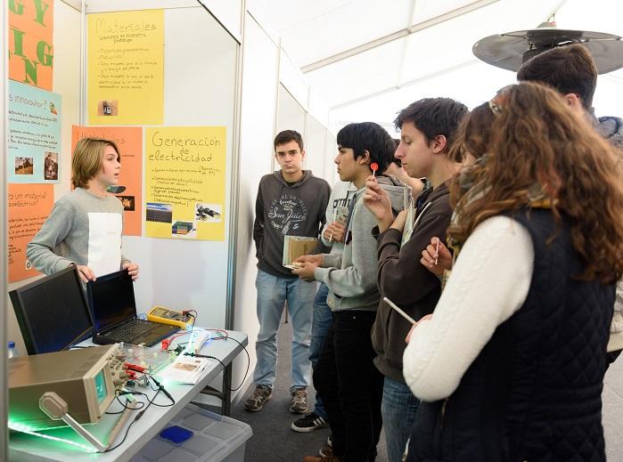 Explicacións nun stand da Galiciencia, no parque Tecnópole de Ourense.