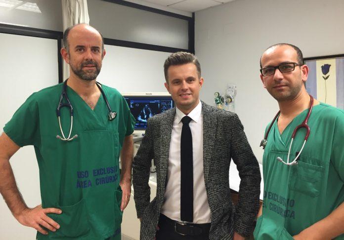 Carlos Peña, cardiólogo; Milosz Jaguszewski, do Hospital da Charité, en Berlín; e Emad Abu Assi, cardiólogo do CHUS.