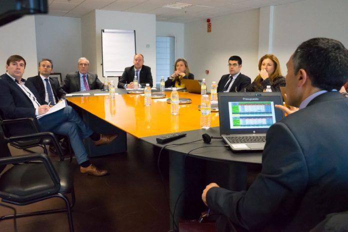 Reunión en Porto do Molle do padroado do Centro de Innovación Aeroespacial.