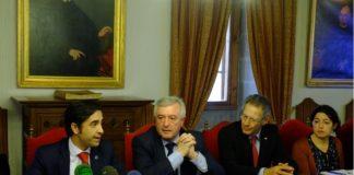 O reitor Juan Viaño e Javier Senent (Cruz Vermella), na presentación da cátedra.
