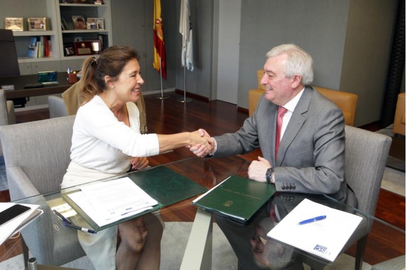 O reitor da USC e a conselleira de Medio Ambiente e Ordenación do Territorio asinaron un convenio de colaboración.