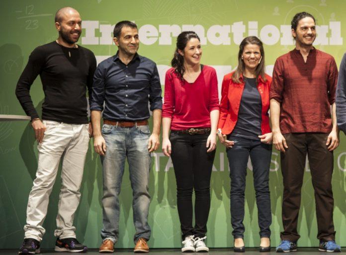 Alba Aguión, de vermello no centro, entre os semifinalistas.