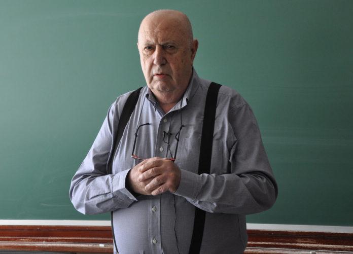 Méndez Ferrín, na súa disertación na UVigo.
