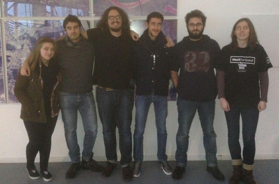 Os premiados creadores do proxecto HandyHand.