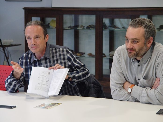 Carlos Briones foi presentado polo xornalista Manuel Vicente. Foto:Museo Historia Natual USC.