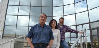 Enrique Valreo, cos investigadores Álvarez e Picos, en Forestais de Pontevedra.