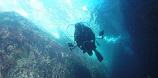 Un mergullador, na gravación do Buraco do Inferno. (Club Buceo Ons)