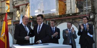 Consellería e institución académica asinaron un convenio para a construción do edificio no casco vello de Vigo.