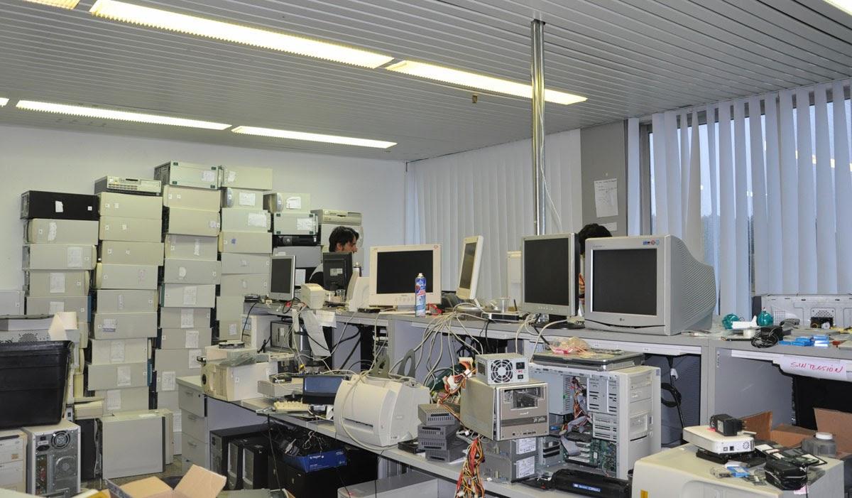 A Universidade de Vigo doa material informático en desuso a entidades sen ánimo de lucro.