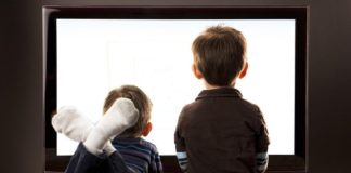 Os novos dispositivos non desprazan á televisión nas preferencias dos rapaces.