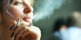 A porcentaxe de mortes de mulleres por causa do tabaco medra a un ritmo de máis dun 4 por cento anual