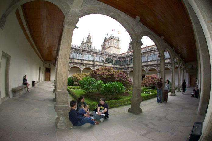 Claustro de Fonseca, sede da Universidade de Santiago de Compostela.