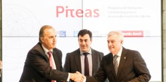 Reitor, conselleiro e presidente da Fundación Barrié asinaron o convenio.