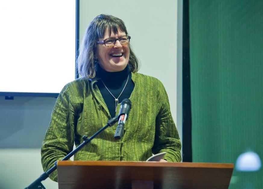 A poeta e tradutora Erín Moure será a segunda muller nomeada doutora honoris causa da Universidade de Vigo.