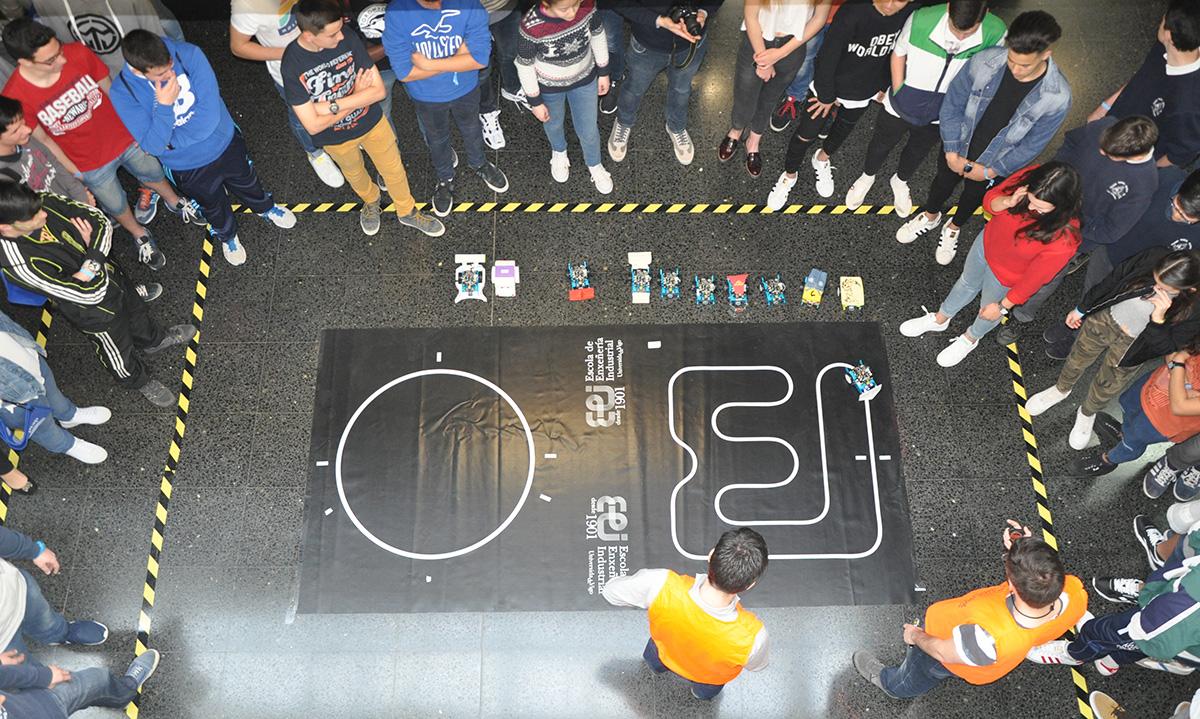 Unha das probas da competicións de robots na UVigo.