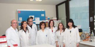 Jorge Blanco, á esquerda, con investigadores do Laboratorio de Referencia E.coli da USC/ USC.