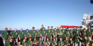 Equipo científico e tripulación do Sarmiento de Gamboa, en plena misión no océano Atlántico.