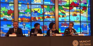 O acalde da Coruña, Xulio Ferreiro, a directora do Muncyt, Marián del Egido, e o investigador Casto Rivadulla.