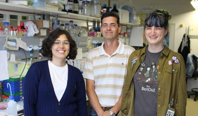 Rubén Nogueiras xunto con Mónica Imbernón e Estrella Sánchez.