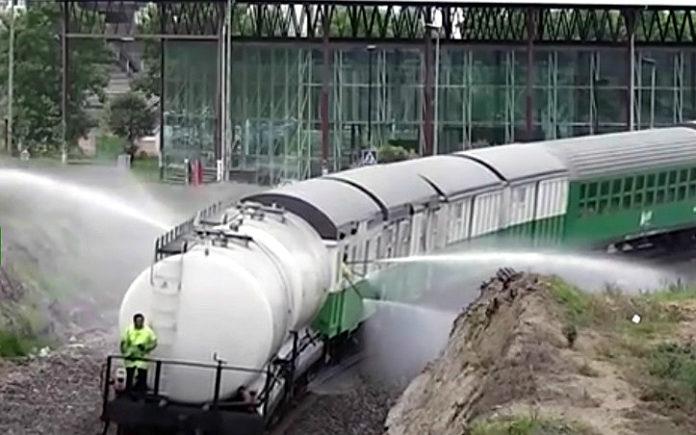 Un tren como o desta imaxe percorreu nos últimos días varias zonas de Galicia.
