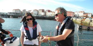O barco Punta Roncadoira levou a Ladeira ata a boca da ría de Arousa.