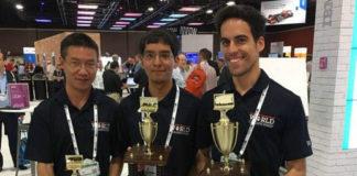 Antonio (dereita), xunto a Dong Pan e Esteban Solís-Reyes, os outros finalistas. Foto: IBM.