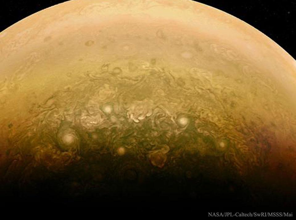 Créditos da imaxe: NASA, JPL-Caltech, SwRI, MSSS; Procesado e CC-BY: Alex Mai