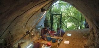 Traballos arqueolóxicos na Cova de Eirós (Triacastela).