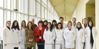 As mulleres están moi presentes nos grupos de investigación, pero seguen sen acceder aos postos directivos. Na foto, grupo de Inmunoloxía da Uvigo.