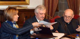 O reitor Juan Viaño, a directora xeral de Turismo, Nava Castro, e o deán da Catedral, Segundo Pérez.