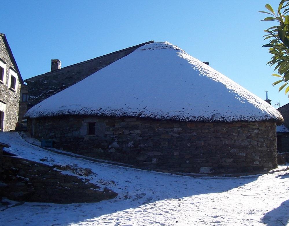 Pallozas nevadas no Cebreiro. Foto: Xoacas.