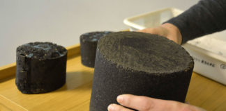 Mostras de proba de solo e asfalto elaboradas con bioprodutos a base de castañas e madeira. Foto: Duvi.