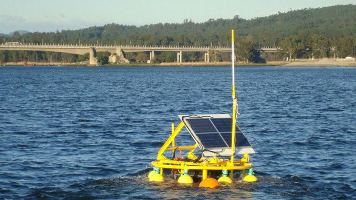 Unha das estacións para monitorizar a turbidez que se instalou no río Ulla.