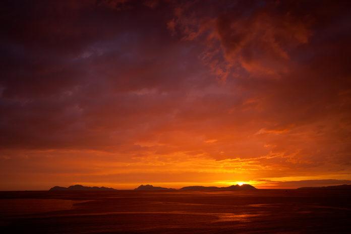 Solpor nas illas Cíes. Foto: Dani Vázquez, via Flickr.